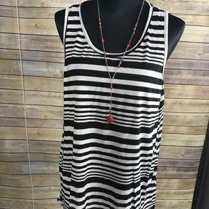 Tops - Plus Size Black and White Striped Tunic ✈️
